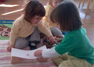 Preschoolers working together
